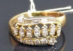 Damenring 14 kt. Gelbgold, besetzt mit 7 Diamant-Navetten, 4 Diamant-Baguetten, 7 Brillanten zus.