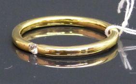 Damenring 18 kt. Gelbgold, 1 kl. Brillant, ca. 0,03 ct., ca. 3 g schwer, RM 57,