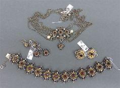 Trachtengarnitur Silber, punziert, Bartel und Sohn, Augsburg, Granat- und Perlbesatz, teilvergoldet,
