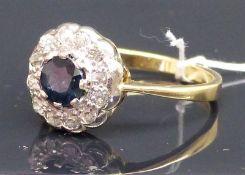 Damenring 14 kt. Gelbgold, 1 Saphir, Kranz mit 12 Altschliff-Diamanten zus. ca. 0,40 ct. ca. 4 g, RM