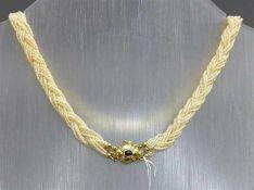 Halskette14 kt. Gelbgold-Schloss, 1 Saphircabochon, 12 kl. Diamanten, 12 Stränge mit kleinen
