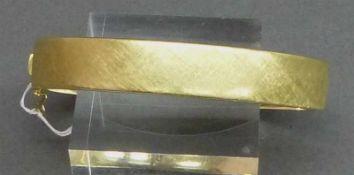 Armreif14 kt. Gelbgold, graviert, Kastenschloss mit Sicherung, ca. 36 g schwer,
