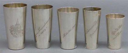 5 Silberbecherverschieden, teilweise graviert, um 1920, 317 g schwer,