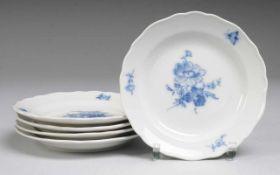 """Fünf Kuchenteller """"Blaue Blume mit Insekten"""" Weiß, glasiert. Form """"Neuer Ausschnitt"""". Uglbl."""