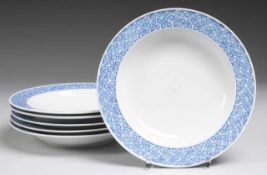 "Sechs Suppenteller ""Blaue Rispe nach Riemerschmid"" Weiß, glasiert. Form ""Perle"". Gemuldet u."