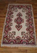 Teppich Heriz, 87 x 153 cm, Fransen ungleichmäßig und etwas ausgetreten, ansonsten in gutem Zustand