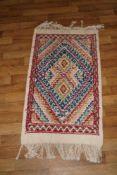 Teppich Orientalischer Teppich mit Schutzmotiv, 50 x 90 cm, in gutem Zustand