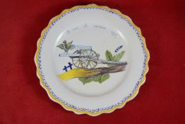 Andenkenteller, Frankreich Keramik, in Andenken an den französischen Sieg 1919, farbig bemalt,
