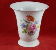 Große Vase, Meissen Schwertermarke 1. Wahl, polychrome Blumenmalerei, Höhe 24 cm, neuwertiger