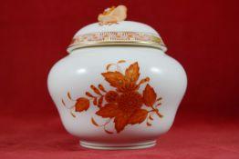 Deckelvase, Herend Dekor Apponyi in Rostrot, Goldrand, Höhe 12 cm, Deckelblüte etwas bestoßen,