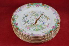 Acht Speiseteller aus Porzellan Mit chinesischer Malerei, Durchmesser 26 cm, Drei Teller mit