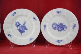 """Zwei Dekoteller, Royal Copenhagen Dekor """"Blaue Blume"""", Durchmesser 26 cm, in sehr gutem Zustand"""