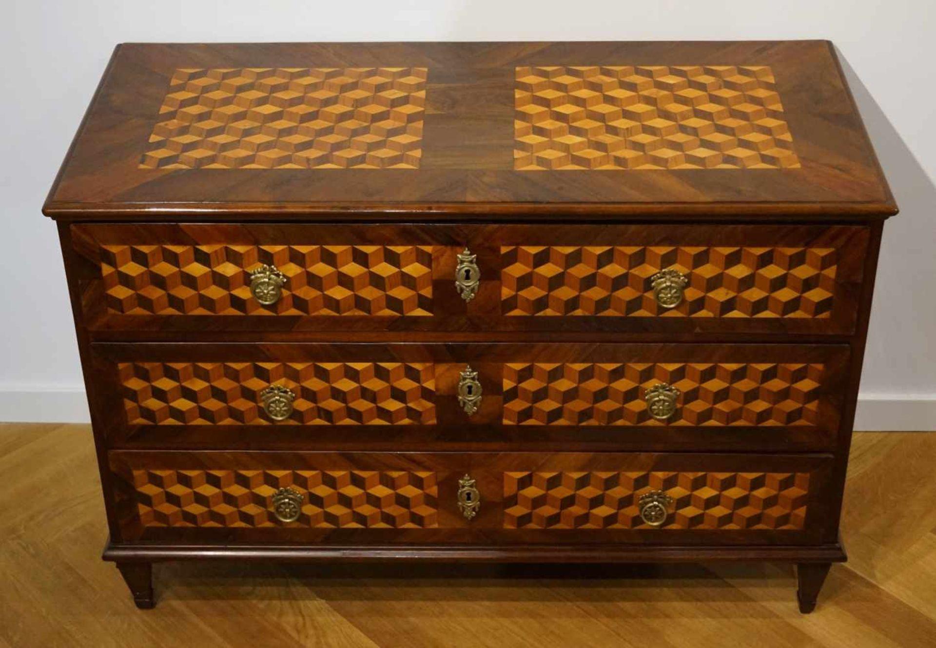 Kommode, Klassizismus, um 1800, Intarsie in Würfeloptik Kommode, Klassizismus, um 1800,