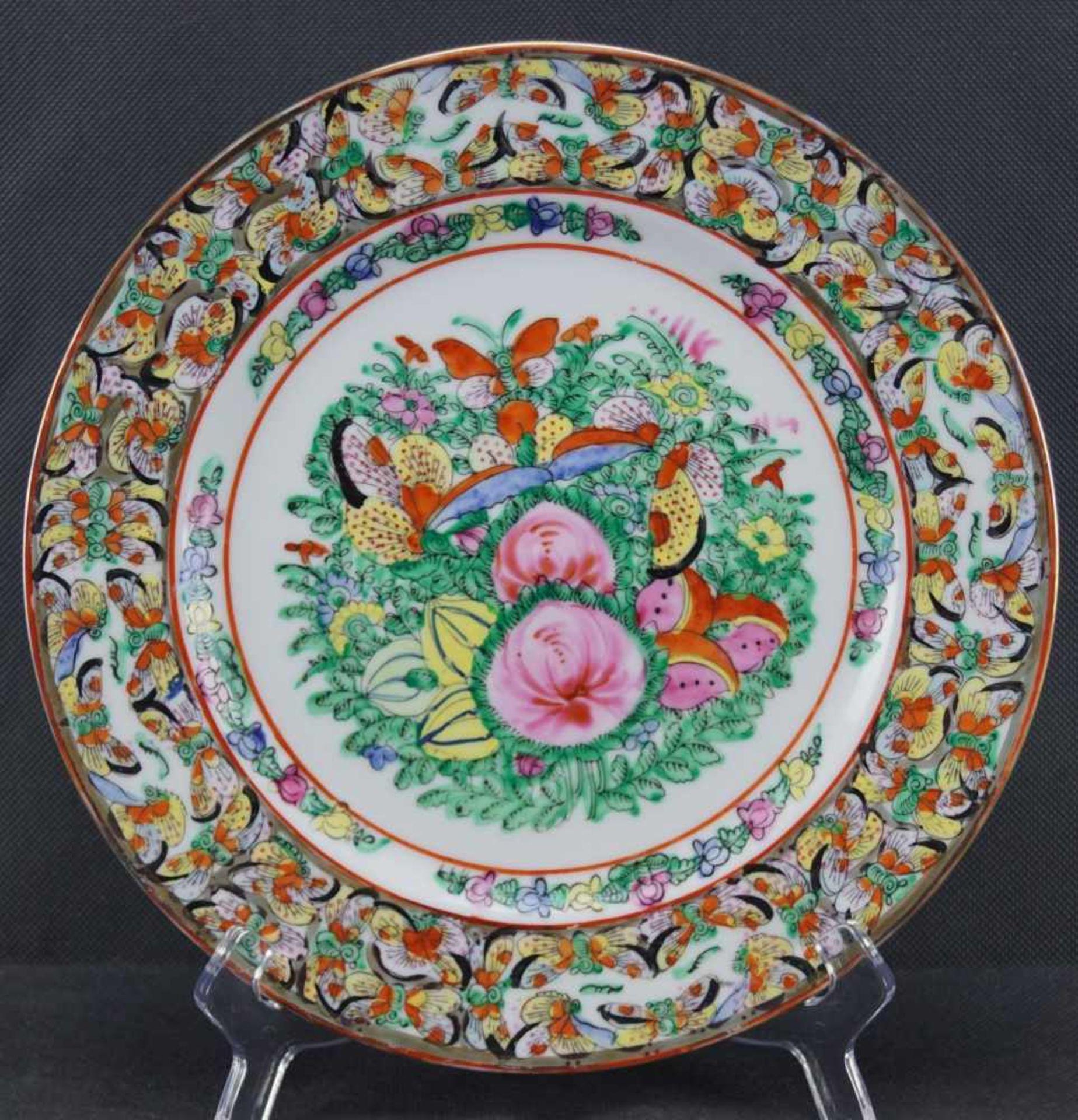 Teller, China Porzellan, Schmetterlinge, Obst und Blumen in Emailmalerei, Durchmesser 26 cm, in