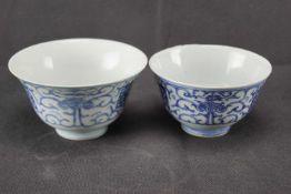 Zwei Kummen, China Porzellan, blaue Unterglasurmalerei auf weißem Grund, Höhe 6 cm und 7 cm x