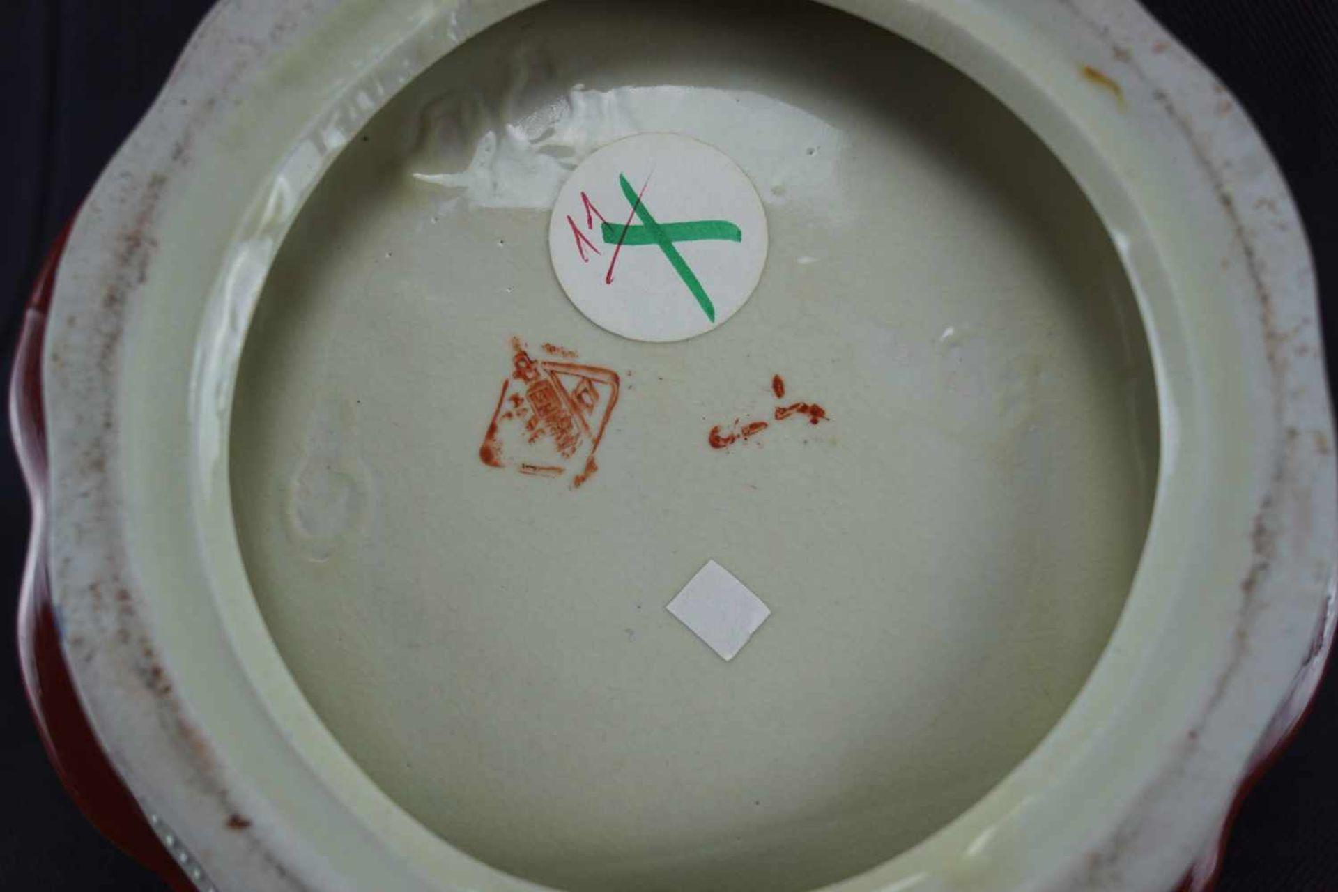Henkelkorb beiger Scherben, innen mit Musikantenszene verziert, neuzeitlich, Höhe 21 cm x - Bild 3 aus 3