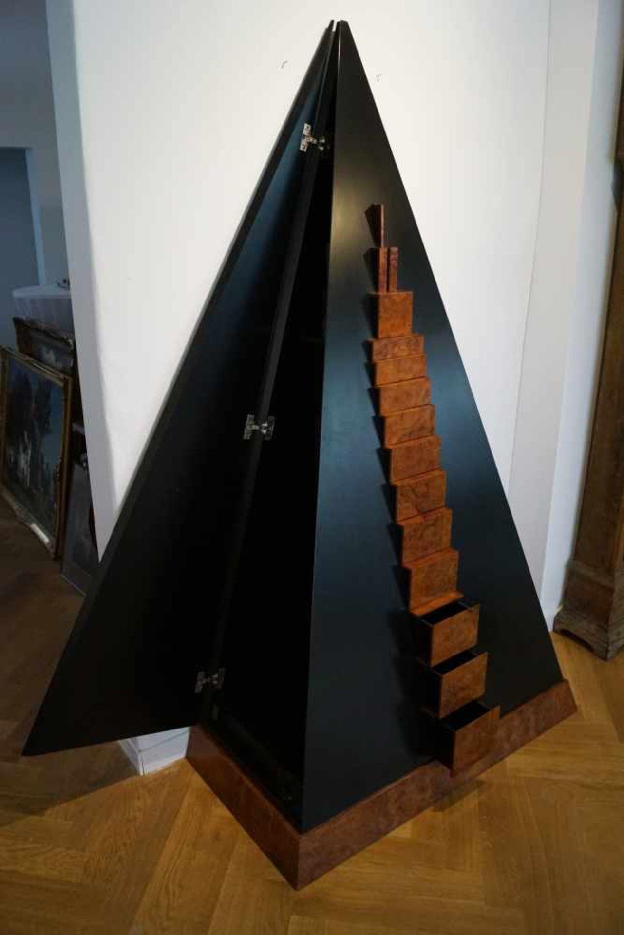Pyramidenschrank, Andreas Weisheit (1937 - 2000) Pyramidenschrank, Thujawurzelholz und in - Bild 3 aus 3