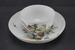 Teetasse, Meissen Schwertermarke, 1. Wahl, Bemalt mit verschiedenen Vögeln, Höhe 5,5 cm, an der