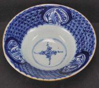 Schale, China Porzellan, seladonfarbener Fond mit blauer Unterglasurmalerei, Höhe 7 cm x Durchmesser