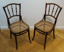 Zwei Thonet Stühle Bugholz, geflochtene Sitzflächen, Höhe 87 cm x Breite 40 cm x Tiefe 41 cm, in