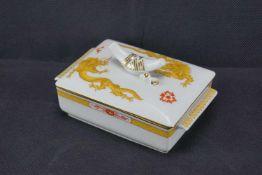 Butterdose, Meissen Schwertermarke 1. Wahl, Dekor Mingdrache in Gelb, Höhe 7 cm x Breite 8,5 cm x