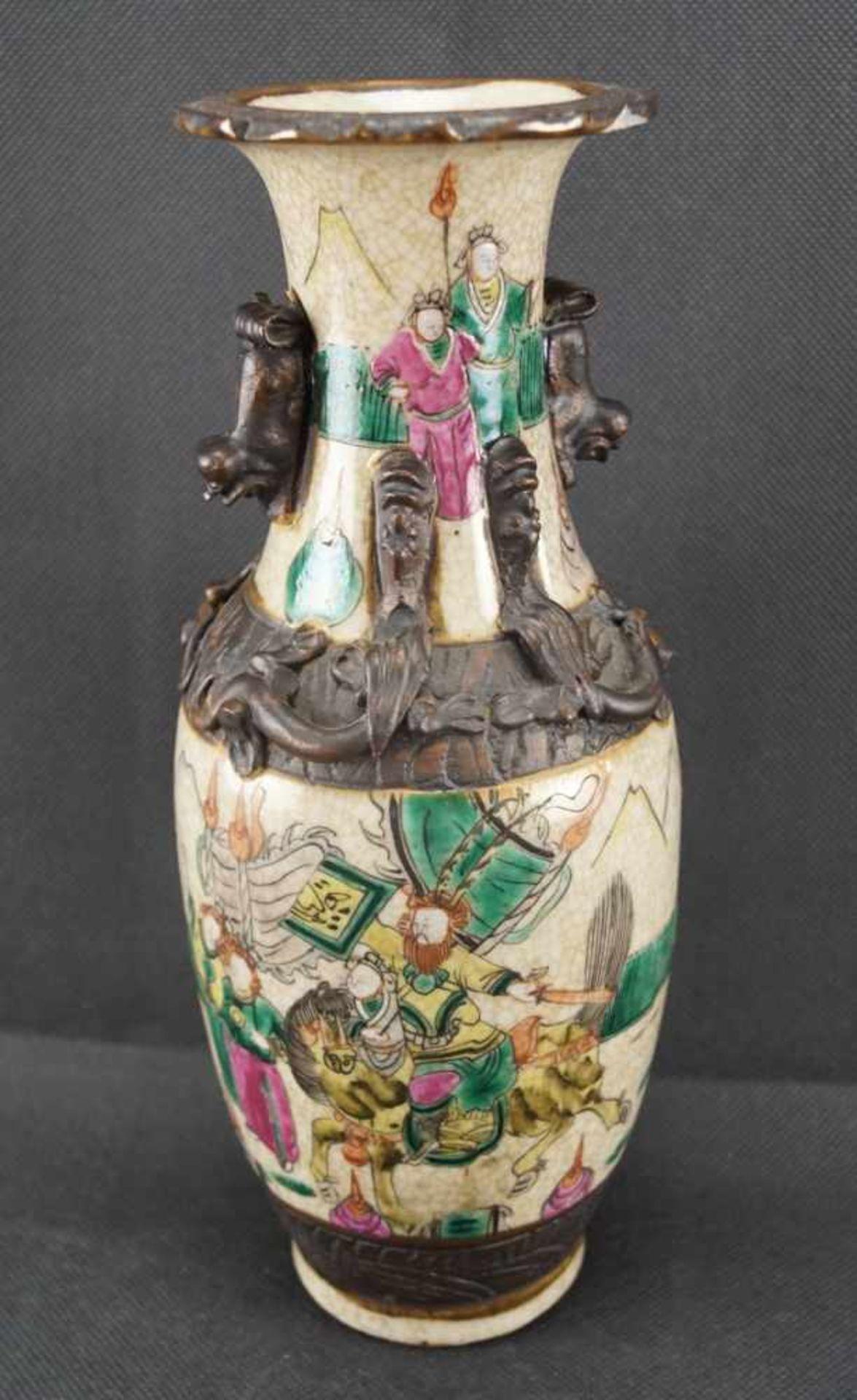 Kleine Vase beiger Scherben, mit craquelierter, cremefarbener Glasur, verziert mit einer umlaufenden