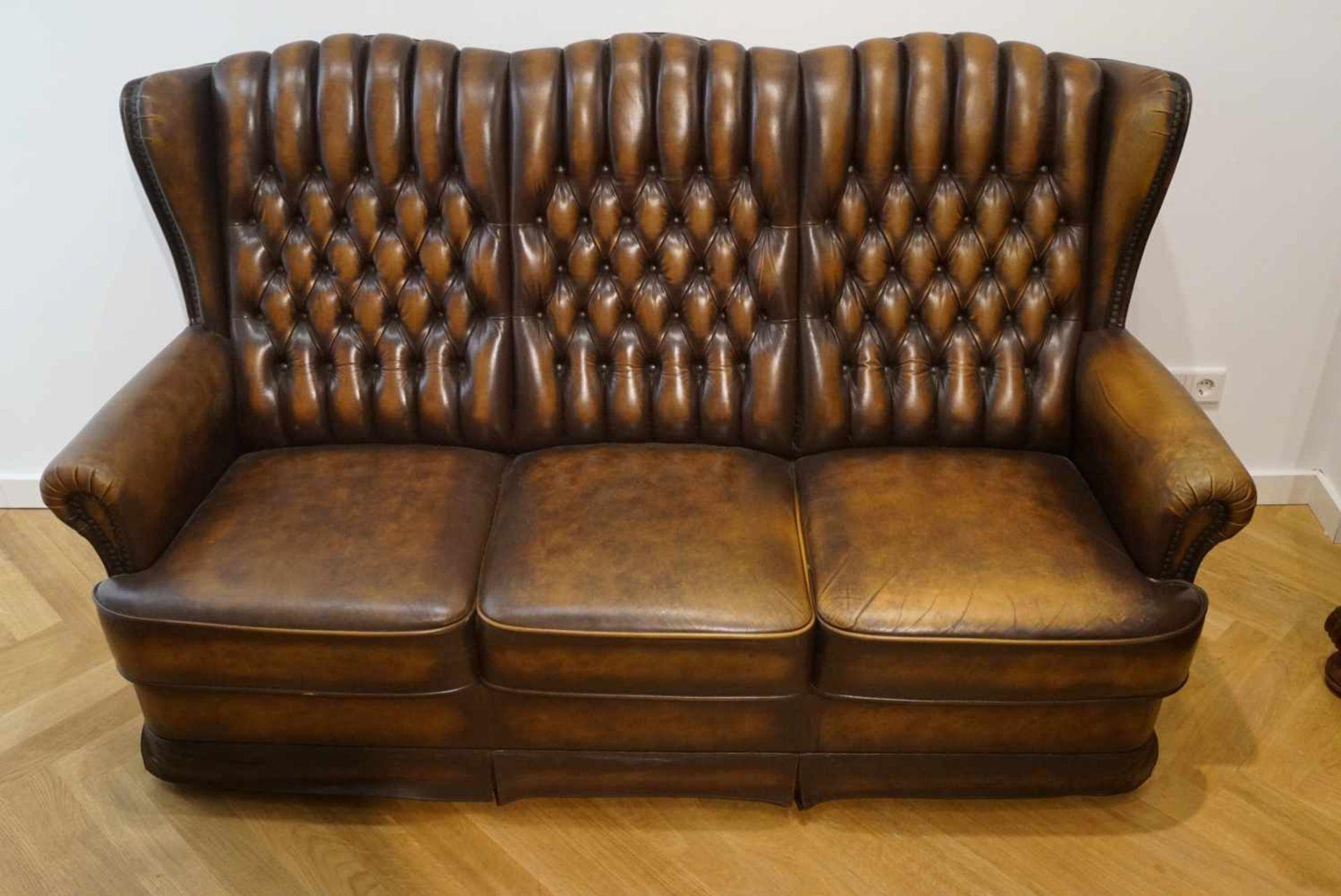 Couch für drei PersonenChesterfield-Stil, braunes Leder, Maße Höhe 101 cm x Länge 175 cm x Tiefe
