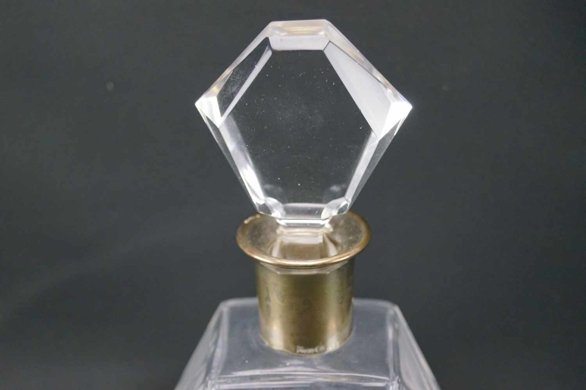Kristallkaraffe mit SilbermonturSilber, nicht gepunzt, Höhe 24,5 cm x Länge 14 cm x Breite 9 cm, - Bild 2 aus 4