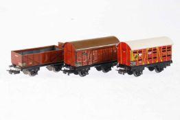 3 Märklin Güterwagen 365/381/386, S H0, Blech, LS, L 8,5 und 9,5, bespielt