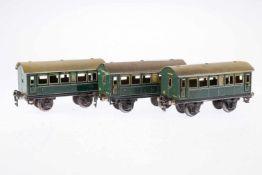 3 Märklin Personenwagen 1725, S 0, CL, je mit 4 AT, 1 Türgriff fehlt, LS/RS, gealterter Lack, L 16,