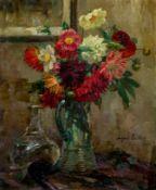 Böcher, August (1873-1961) Sommerblumenstrauß aus Dahlien, Rosen und Anemonen in Glaskrug auf