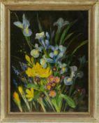 Blumenmalerin M. P. (20. Jh.) Schwertlilien, gelbe Krokusse und Primeln. Schwer lesbar sign.