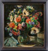 Haase-Jastrow, Kurt (1885-1958) Üppiger Sommerblumenstraußin Glasvase. Sign. Lwd. 60×56 cm. R.(