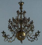 großer flämischer Kronleuchter, 2.H. 19.Jh. Bronze, eingehängte Arme, Balusterschaft mit großer