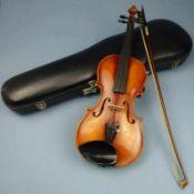 1/2 Geige, Fritz Otto Kayser, Erlangen Modell Nr. 93, Birke, restauriert, mit Bogen u. Koffer, L