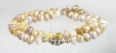 """Biwa-Perlenkette, Schließe GG/WG 585/000, 4 Diamanten ca. 0,03 ct weiß, """"BIWAPERLEN"""", D = 8,0 - 10,5"""