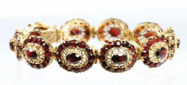 Armband GG 750/000 (geprüft), 10 oval u. 120 runde Granate fac. zieren dieses Armband, die einzelnen