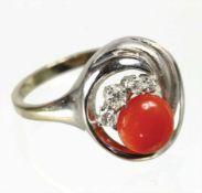 Ring, WG 585/000, Korallencab. D = 7,2 mm, 4 Brillanten weiß, RW ca.