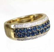 Ring, GG 750/000, 20 Saphire (facettiert) ca. 1,0 ct, 14 Brillanten ca. 0,11 ct weiß (weiß gefasst),