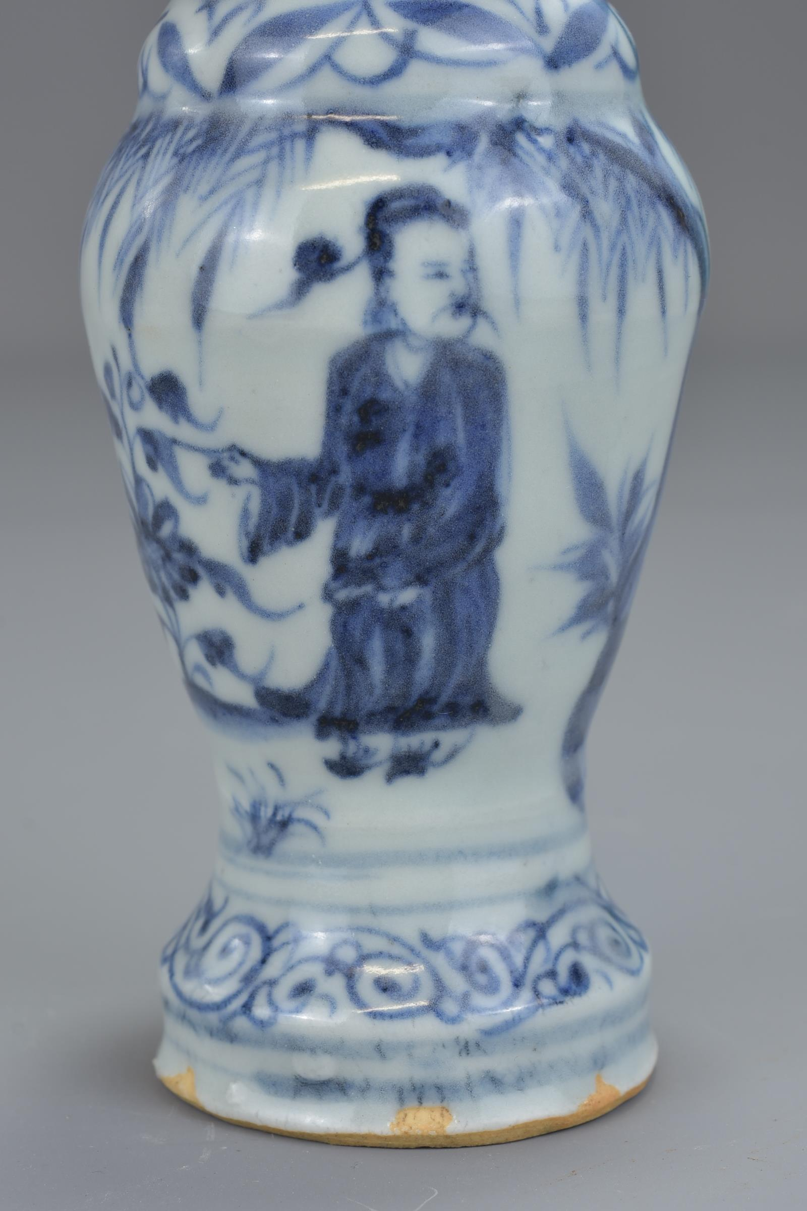 Lot 51 - A Chinese 17th century Ming dynasty blue and white porcelain vase with twin handles decorated with f