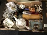Lot 12 - A box of mixed collectables