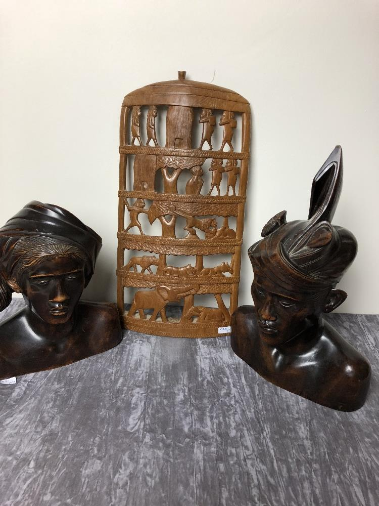 Lot 57 - A box of mixed collectables.