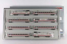 """Märklin 3700, achtteiliger """"Amtrak""""-ICE-TriebwagenzugMärklin 3700, achtteiliger """"Amtrak""""-ICE-"""