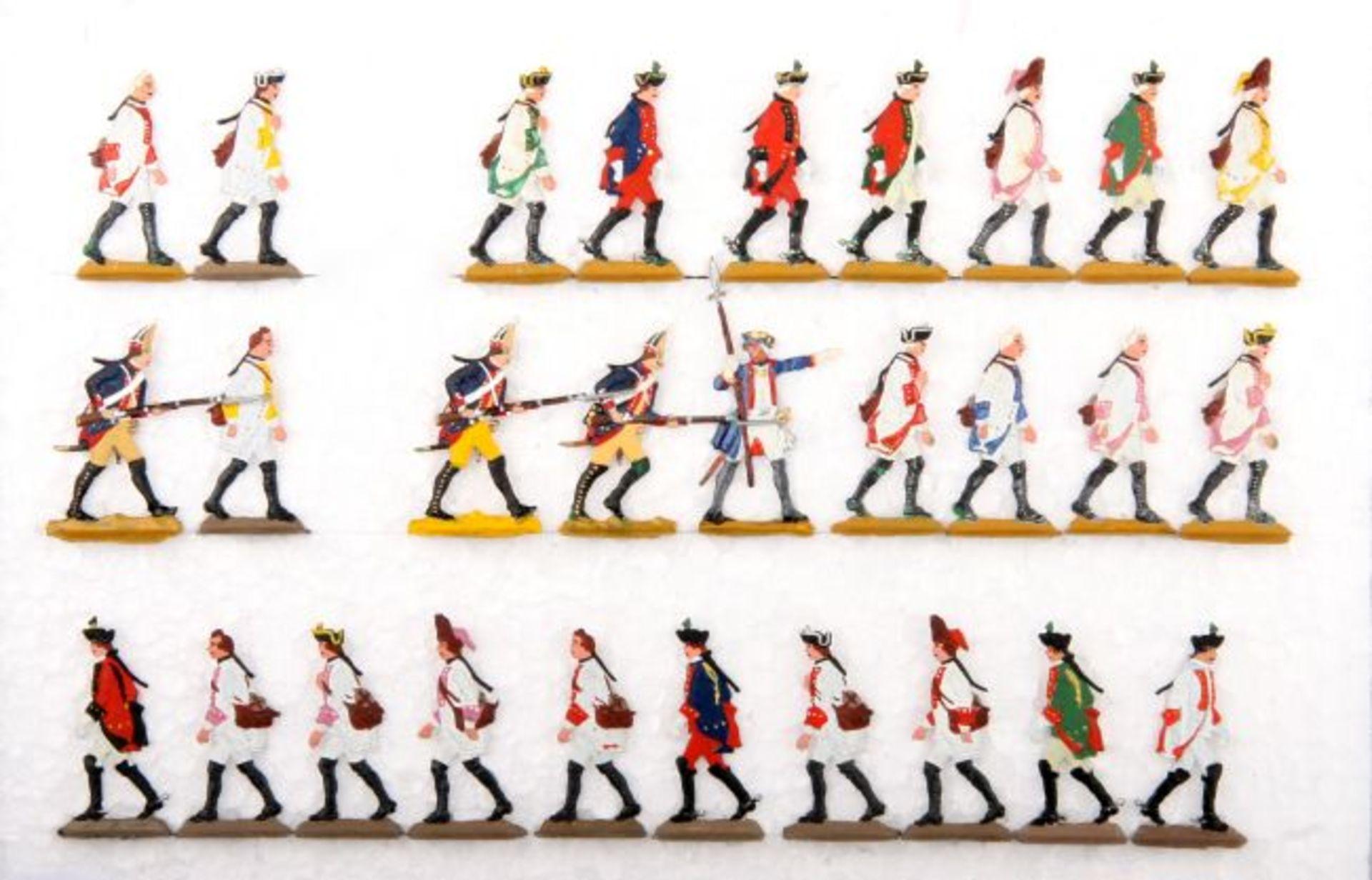 Preußen/Österreich um 1760, preußische Grenadiere mit österreichischen Gefangenen im Marsch,
