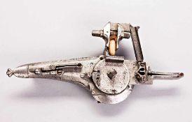Radschloss eines Wallgewehres mit außen liegendem Rad, Radführung in Form eines Schwanes mit
