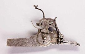 Radschloss mit innen liegendem Rad. Schlossplatte mit Kleeblattmarke und flacher Radabdeckung,