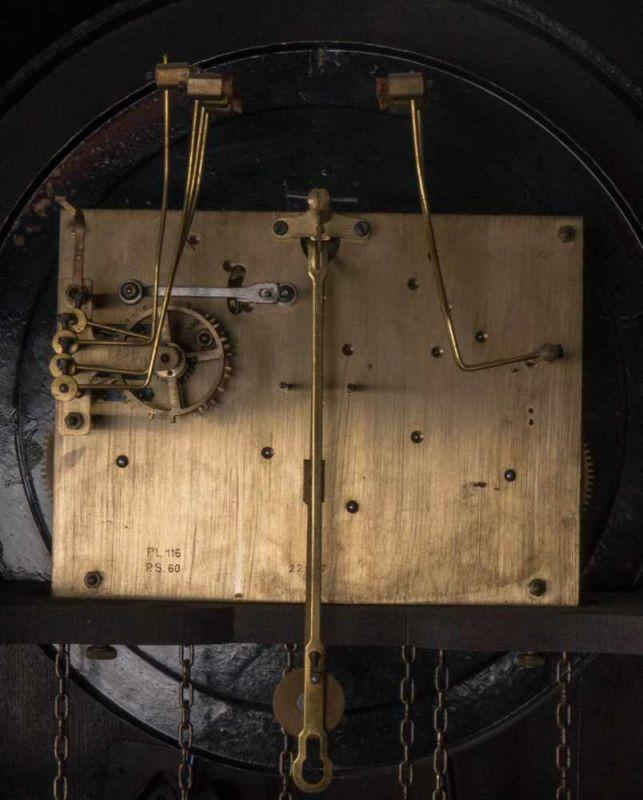 Lot 5804 - Antike Bodenstanduhr, Westminster Gong, dreigewichtig. Gehäuse mit Rundbogenabschluß in Eiche,