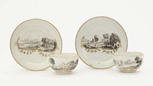 Zwei Tassen mit Untertassen Nymphenburg, um 1765 Porzellan. Goldstaffage. In einer dreiteiligen