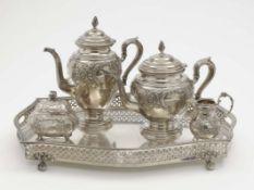 Fünf Kaffee-/Teeserviceteile Silber. Verschiedene Formen und reliefierte Rokokodekore. Diverse