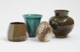 Vier Vasen U.a. Steingutfabrik Velten-Vordamm, 1930er Jahre Keramik, verschieden farbig glasiert.